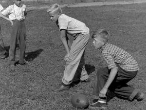 Amerikkalaisen jalkapallon peluuta (1947).