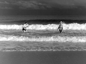 """""""Amerikan miljonäärit"""" Miamin aalloissa (1947)."""