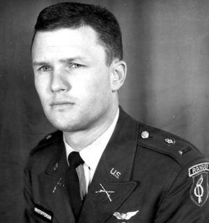 Ungdomsfotografi av Kris Kristofferson i US Ranger-uniform