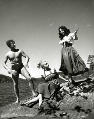 Helge Herala, Hillevi Lagerstam ja Mirja Mane elokuvassa Noita palaa elämään (1952).