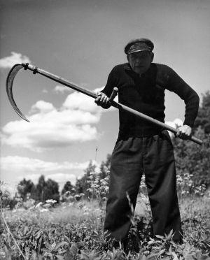 Einari Ketola elokuvassa Noita palaa elämään (1952).