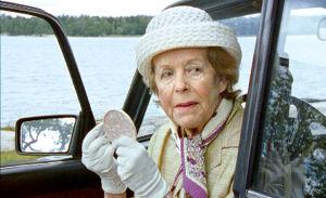 Näyttelijä Eeva-Kaarina Volanen Pala valkoista marmoria -elokuvassa.