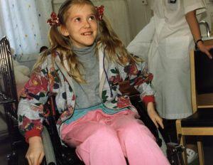 Ninni Luotola (Elina Erra) pyörätuolissa