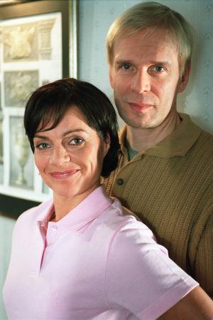 Eeva ja Pertti Mäkimaa (Lena Meriläinen ja Jukka Puotila) vuonna 2001.