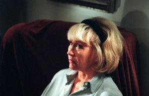 Anja (Eeva Litmanen) ennustajan luona (1999).