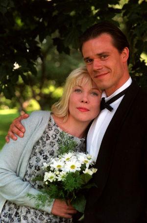 Laura Mäkimaa (Pirjo Moilanen) ja Tero Blomster (Nicke Lignell) vuonna 1999.
