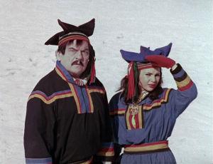 Marianne Mardi ja Ossi Elstelä lapinpuvuissa Tulion elokuvassa Sensuela.