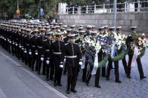 Urho Kekkosen hautajaiset. Kadetit marssivat hautajaissaattueessa Senaatintorille.
