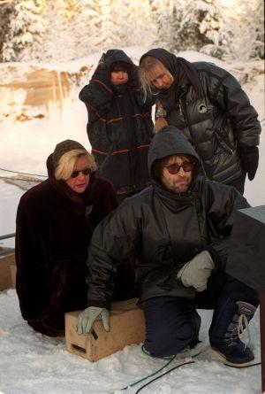 Anneli Pallas, Tapio Piirainen, lavastaja ja kuvaussihteeri Raidin kuvauksissa (1999).
