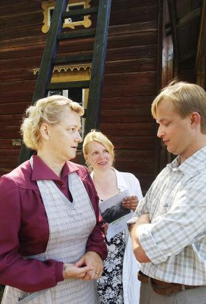 Heidi Köngäs ohjaa Tiina Pirhosta ja Mikko Pörhölää (2003).