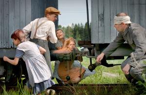 Kohtaus tv-draamasta Kirje isältä (2003).