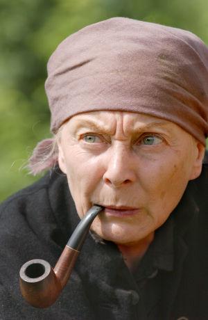 Seela Sella tv-draamassa Kirje isältä (2003).