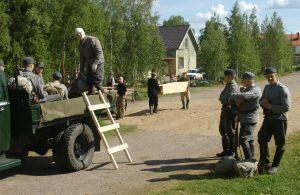 Avustajia Kirje isältä -tv-draaman kuvauksissa (2003).