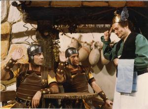 Deux Romains en Gaule – elokuvan kuvauksissa. René Goscinny oikealla (1967)