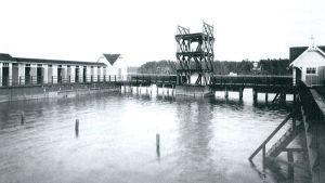 En gammal bild från Åbo simstadion på Runsala