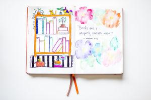 """Ett uppslag i ett häfte, med en tecknad bokhylla med böcker i. Bredvik hyllan står det """"Books are a uniquely portable magic"""" - Stephen King."""