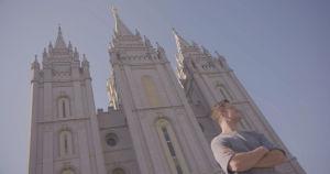 Dan Reynolds esiintyy Believer-elokuvasa, joka käsittelee mormonikirkon suhtautumista homoihin.