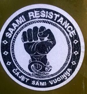Dekal som uppmanar till samiskt motstånd.