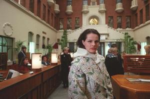 Näyttelijä Niina Nurminen Ilman kavaluutta -tv-sarjassa vuonna 1996.