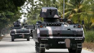 Polisen och den filippinska armén har inlett en storoperation får att få tag på fångarna som flydde och rebellerna som angrep fängelset på storön Mindanao