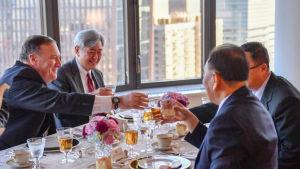 Utrikesminister Mike Pompeo åt middag med Kim Jong-Uns sändebud Kim Yong-Chol i New York