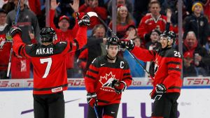 Kanada jublar över ett mål i JVM 2018.