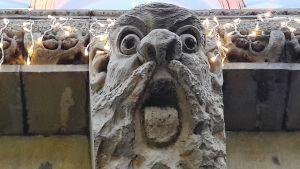 Pohjola-talon kivinen mennikäinen