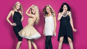 Nofilter-sarjan neljä naista poseeraa kameralle.