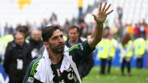 Gianluigi Buffon lämnar Italien för spel i Frankrike.