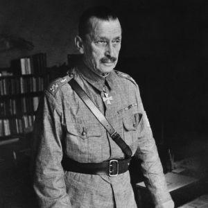 Marsalkka Carl Gustaf Emil Mannerheim päämajassa kesällä 1941
