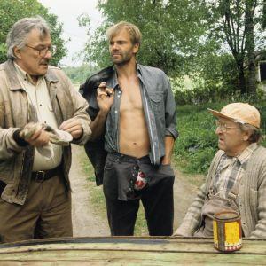 Aarno Sulkanen, Kai Lehtinen ja Olavi Ahonen Viimeiset siemenperunat -tv-sarjan kuvauksissa vuonna 1993