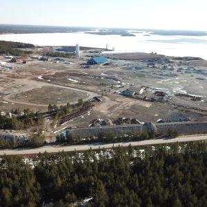 En bild på ett industriområde. Bilden är tagen från luften.