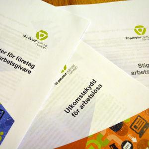 Broschyrer och anvisningar för arbetslösa.