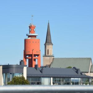 Hangö kyrka och vattentorn.