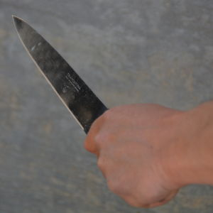 En kniv i en hand.