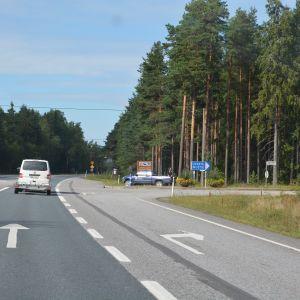 Korsningen in till Svartå sedd från Lojos perpektiv.