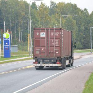 Riksväg 25 i Ekenäs, den så kallade nestekorsningen.