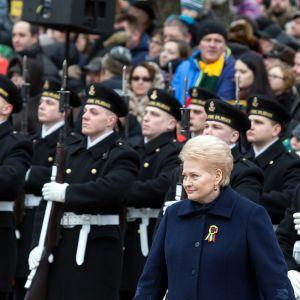 Litauens president Dalia Grybauskaite vid landets självständighetsdagsparad den 16 februari.