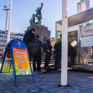 Förhandsröstning på torget i Vasa