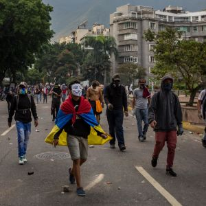 Maskerade demonstranter i Venezuelas huvudstad Caracas.