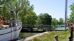 Laivan Götan kanavalla, Ruotsi