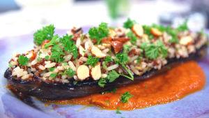 Bakad aubergine med ris och röd quinoa