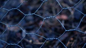 ett nät av metall