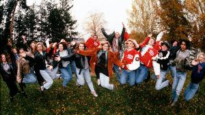 Gruppbild ur tv-serien 16, Yle 1993