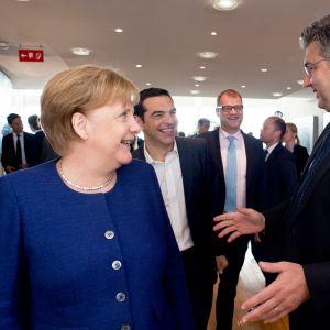 Angela Merkel, Alexis Tsipras och Juha Sipilä vid det inofficiella toppmötet i Bryssel söndagen 24.6.2018