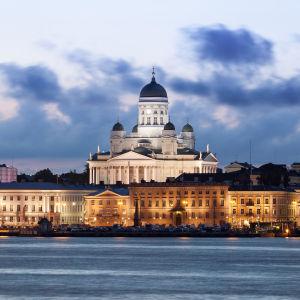 Stadsvy över Helsingfors med bland annat domkyrkan.