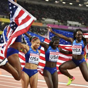 USA:s stafettlag på 4x100 meter, Aaliyah Brown (t.v.) Morolake Akinosun, Allyson Felix och Tori Bowie, VM 2017.