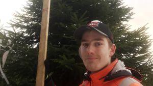 Metsäylioppilaat hakevat presidentin joulukuusen