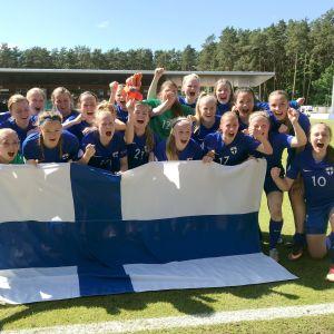 Finlands U17-flickor firar VM-platsen, EM 2018.
