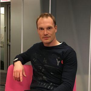 Jari-Matti Latvala Puoli seitsemän -ohjelman studiossa